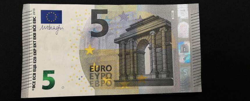Geldgeschenk 5-Euro-Geldschein.