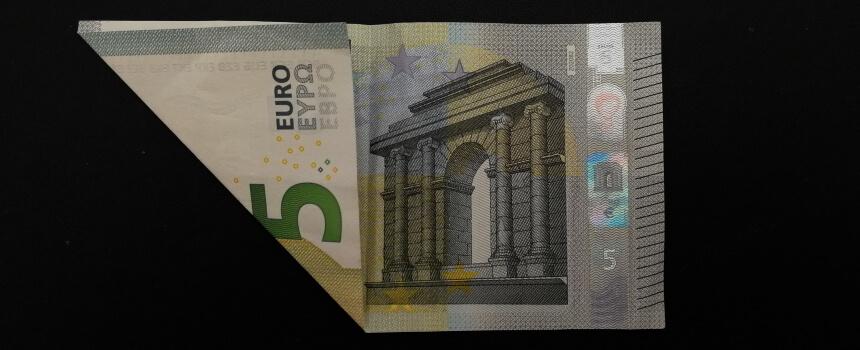 geknickter 5-Euro-Schein.