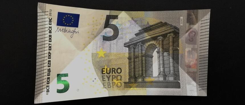 gefalteter 5-Euro-Schein