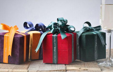 Geschenke zum Abschluss: Geschenke und Sektgläser