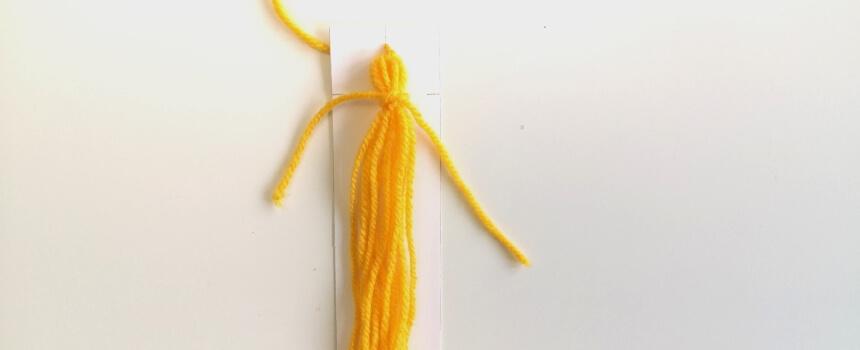 Quaste mit Doppelknoten binden.