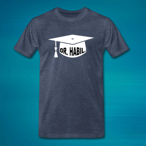 "T-Shirt mit Doktorhut und dem Schriftzug ""Dr. habil.""."