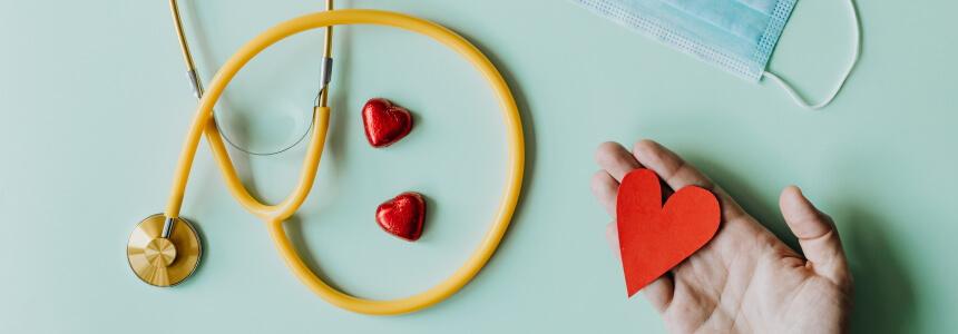 Dr. med.: Stethoskop, Herz und Maske